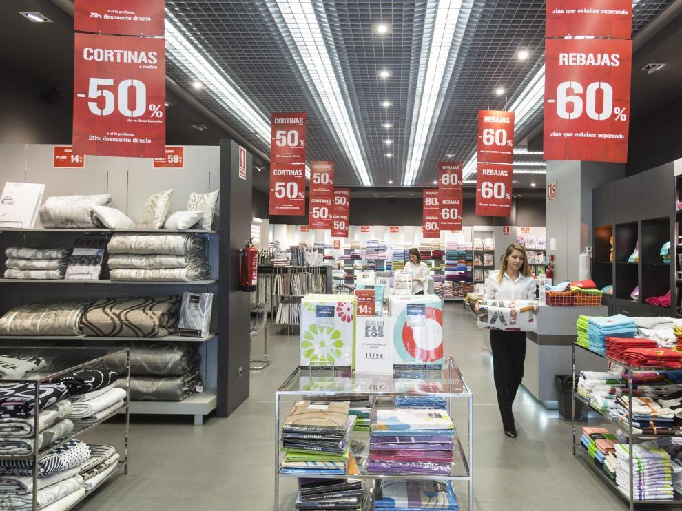 Interior de la tienda de Sancarlos en el centro comercial Puerto Venecia.