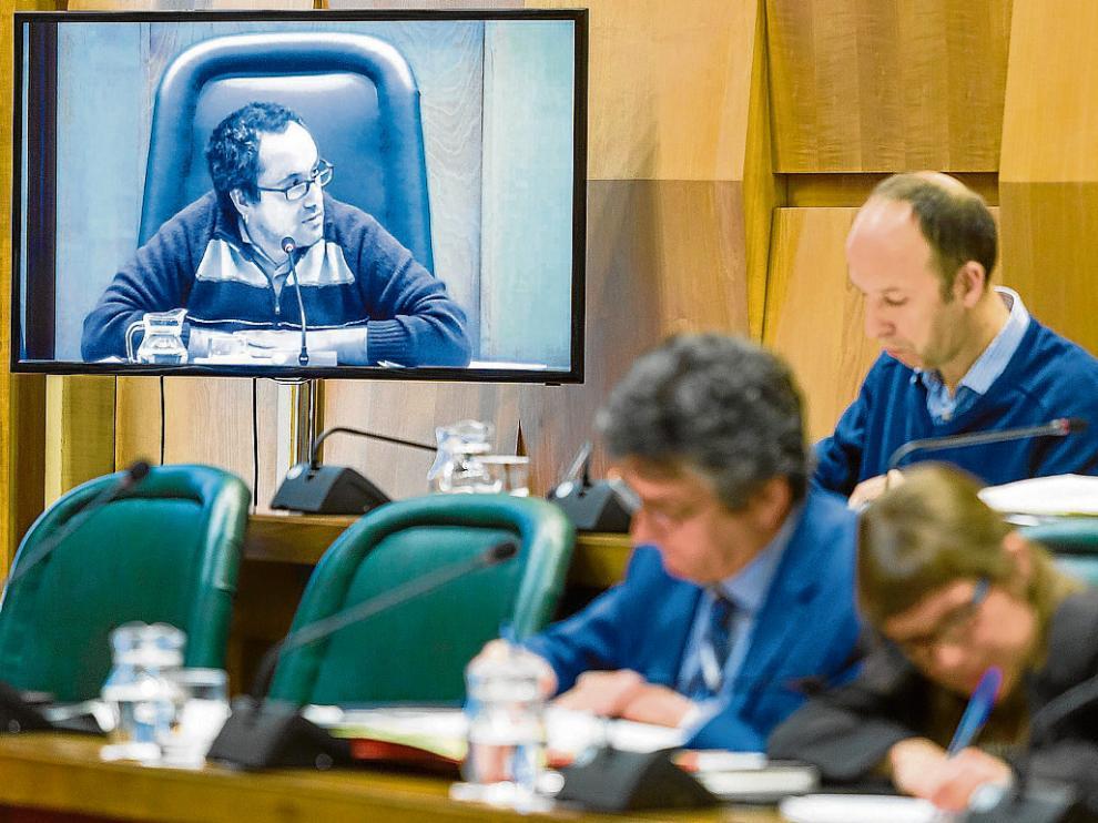 El pasado martes por la mañana, PSOE y CHA se negaron a votar a favor de la propuesta de plantilla planteada por Alberto Cubero.