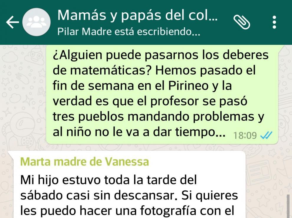 Recreación de un grupo de Whatsapp de papás y mamás