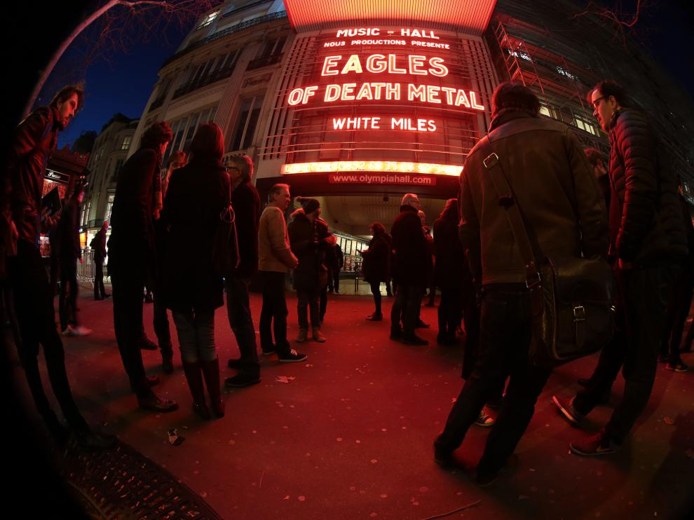 ?Eagles of Death Metal tocan en la sala Olympia.