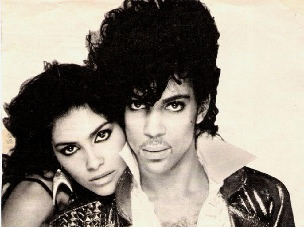 Denise Matthews junto a Prince.