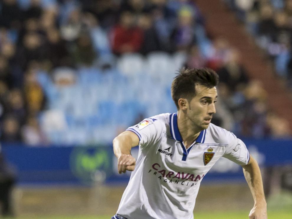 Manu Lanzarote conduce el balón en el partido contra el Leganés.