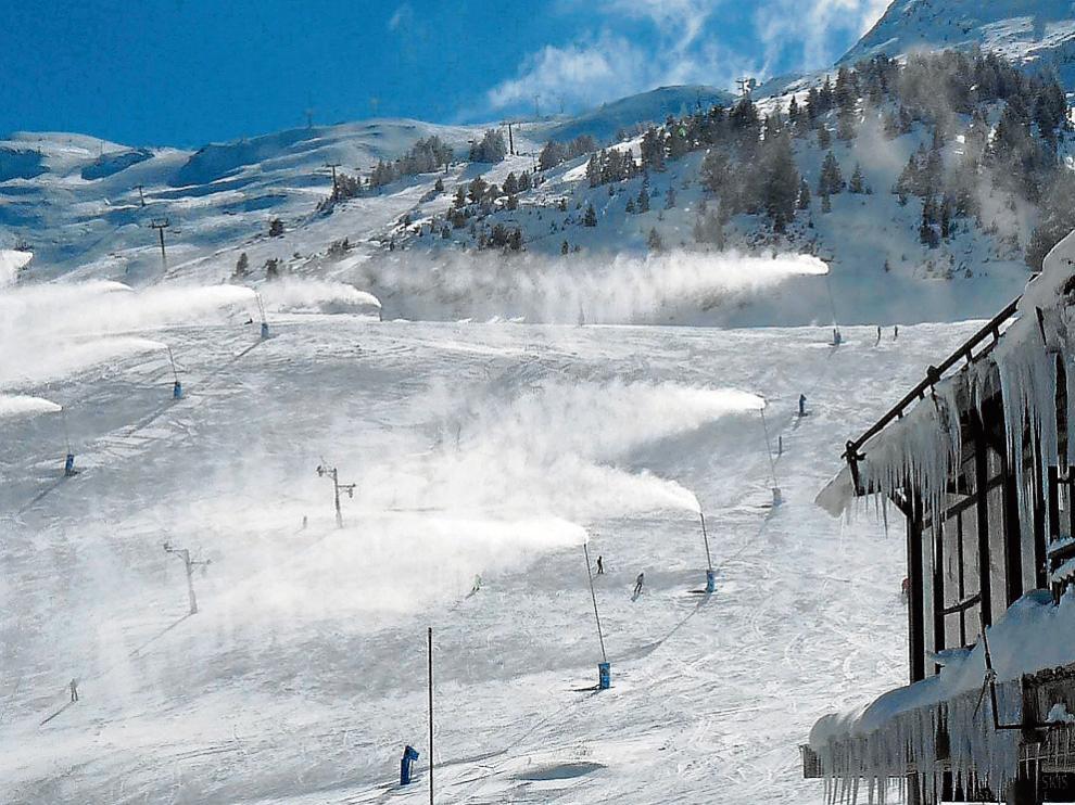 En la estación de esquí de Candanchú los termómetros oscilaron entre -50 y - 80.
