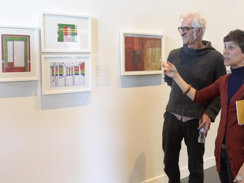 Los comisarios de la exposición Clara Laguillo y el ilustrador Miguel Gallardo, autor de los libro ilustrados 'María y yo' y 'María ya tiene 20 años', en los que refleja el autismo de su hija en sus diferentes etapas.