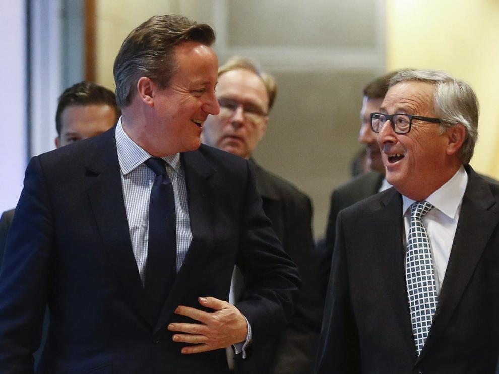 Cameron junto a Jean-Claude Juncker.