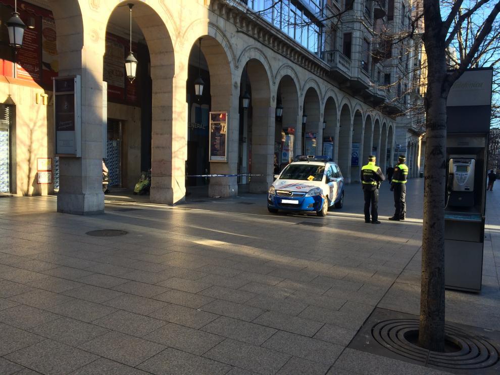 La zona ha sido acordonada por la Policía Local de Zaragoza.