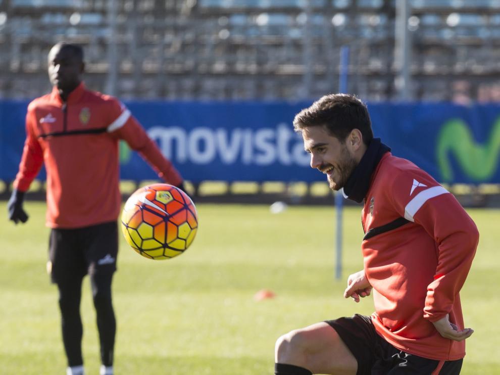Javi Ros, ayer, en el entrenamiento del Real Zaragoza.