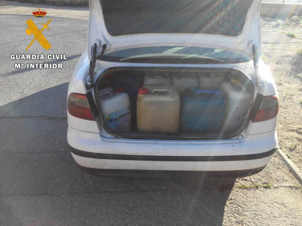 Fue localizado en el momento que transportaba el combustible en un vehículo.
