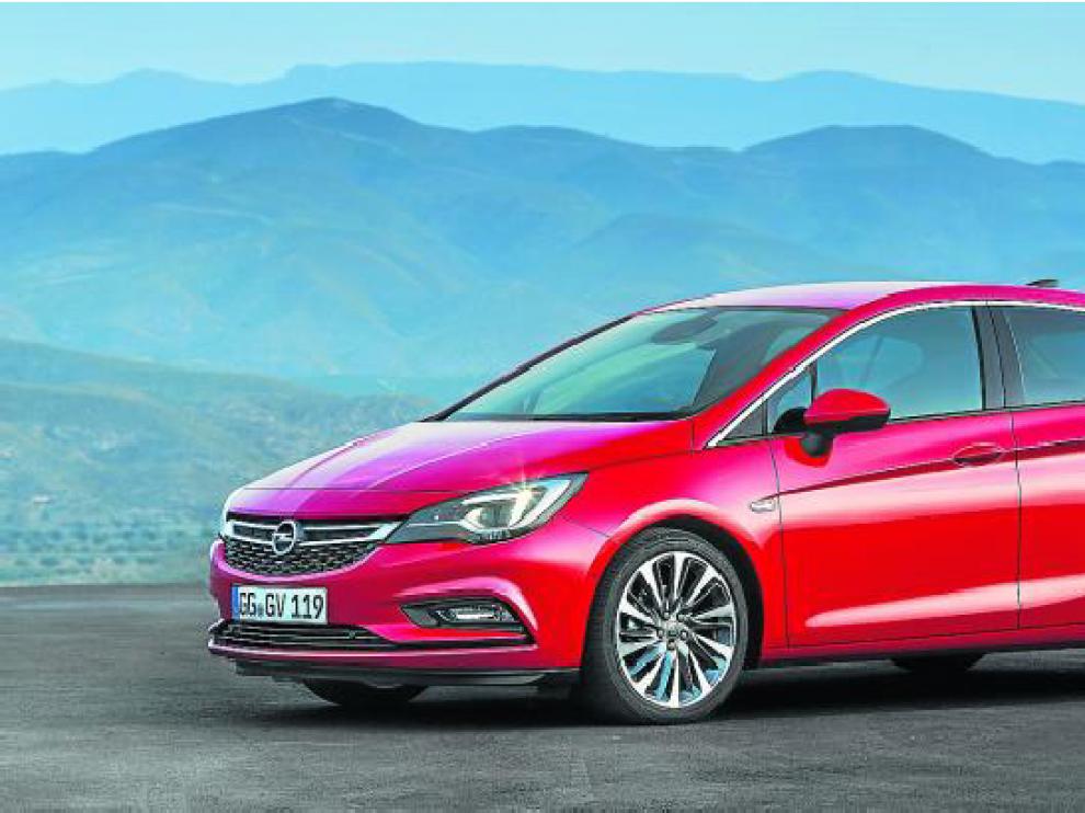 El Astra se encuentra disponible con carrocería de cinco puertas, pero pronto llegará una versión familiar llamada Sports Tourer.