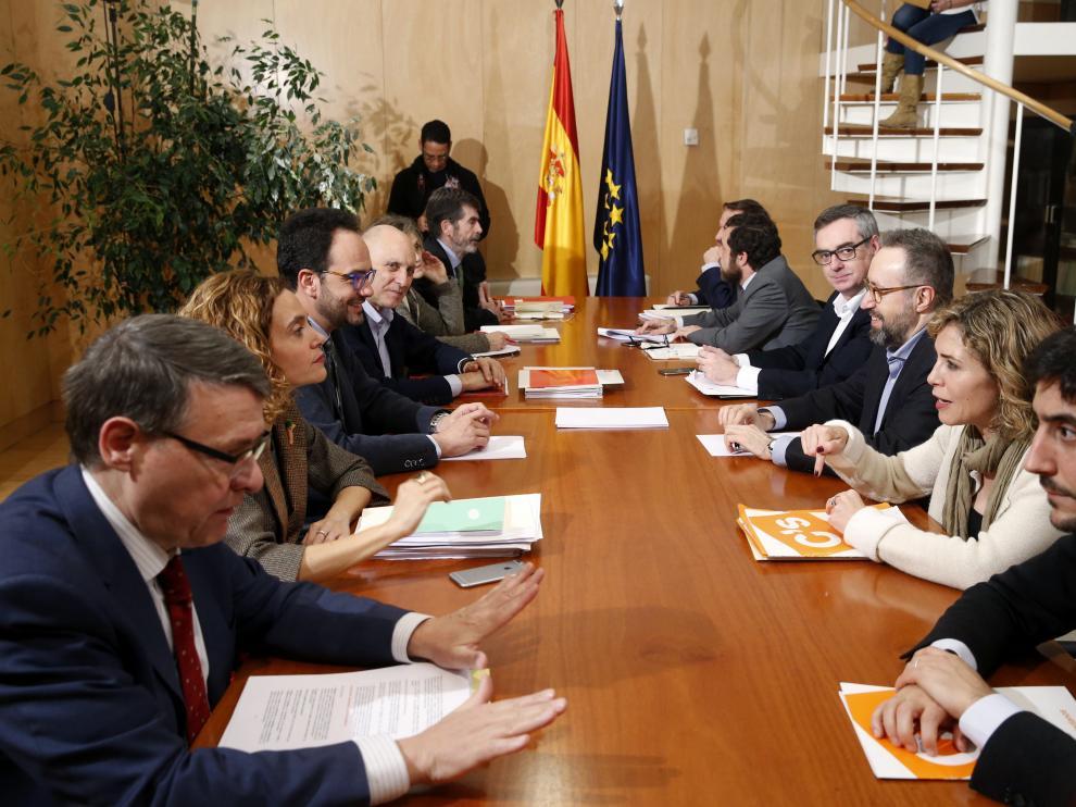 Reunión de los equipos de PSOE y Ciudadanos.
