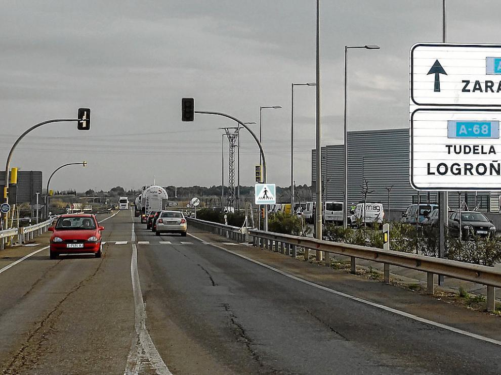 Los semáforos están ya instalados, aunque todavía no en funcionamiento.