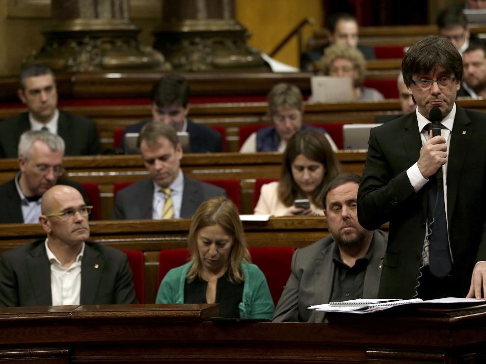 Puigdemont durante el pleno de la sesión de control al gobierno catalán.