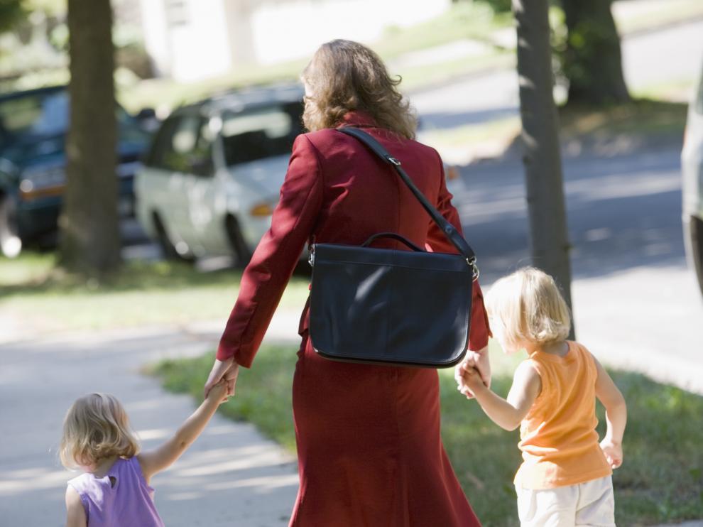 Con carácter general, para que se reduzca la pensión el progenitor obligado debe acreditar que si situación actual le impide hacerse cargo de los niños y de sí mismo.