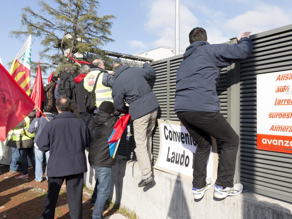 La protesta de los trabajadores de Auzsa llega a Madrid.