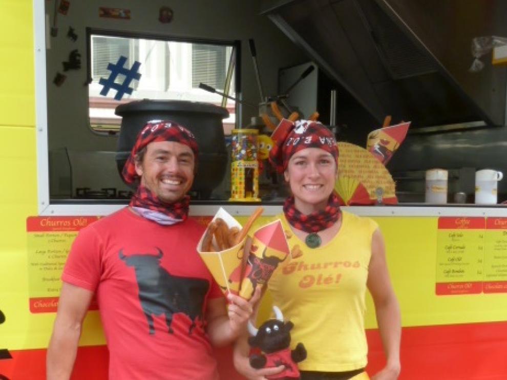 Irene y Matt, en su puesto itinerante de churros en Nueva Zelanda.