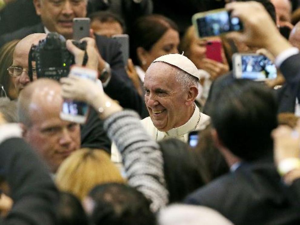 El papa  Francisco se reunió en en el colegio de bachilleres del Estado de Chihuahua con organizaciones de trabajadores y representantes de cámaras y gremios empresariales.