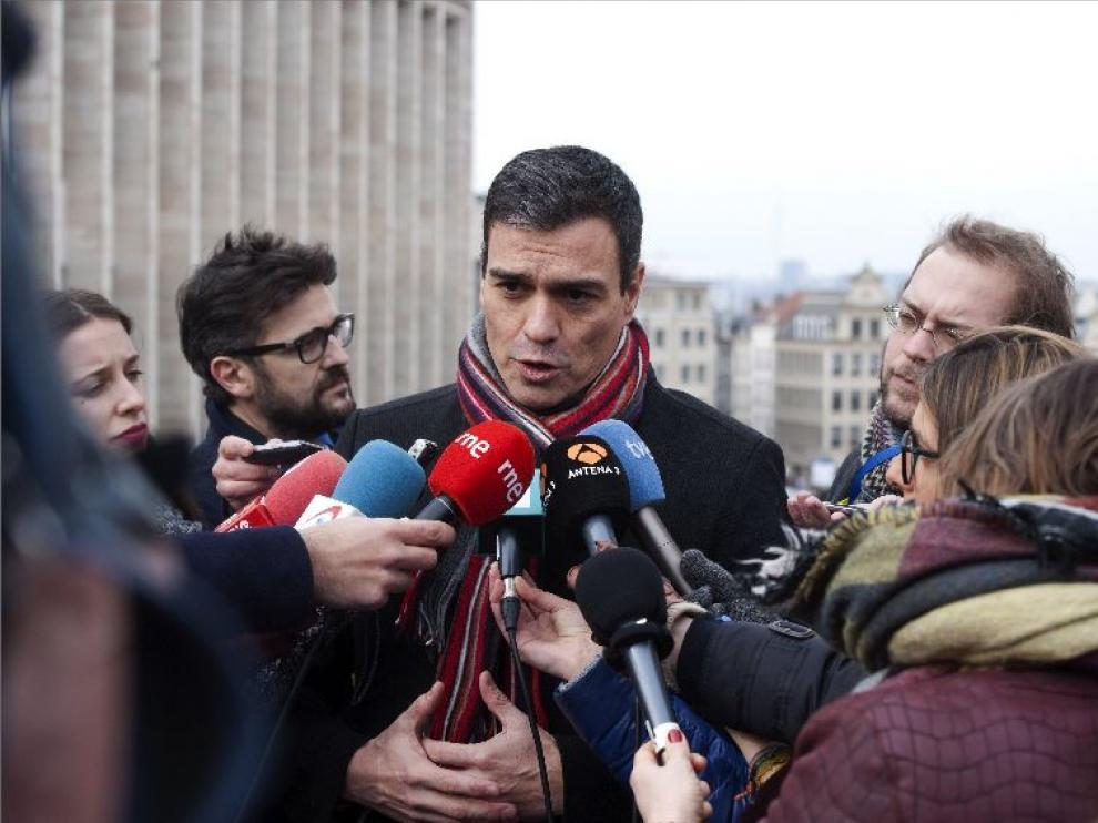 """""""Trabajo para que España tenga un Gobierno progresista mientras otros en Bruselas ya hablan de nuevas elecciones. Lamentable"""", ha escrito Sánchez en su Twitter."""