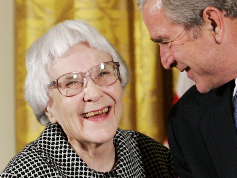Harper Lee, condecorada con la Medalla de la Libertad por George W. Bush, en 2007