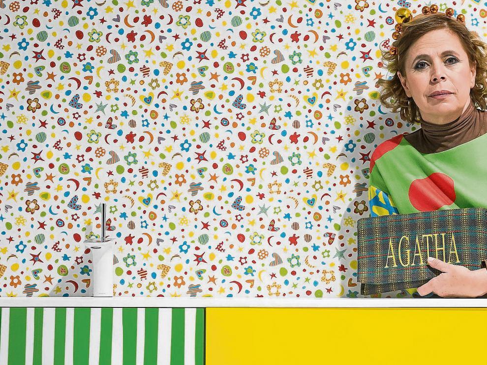 Agatha, en Zaragoza, haciendo bandera de sus diseños.