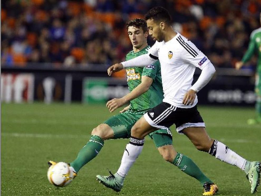 El conjunto de Mestalla arrancó con mucha fuerza y a los diez minutos había marcado dos buenos goles por medio de Santi Mina y Parejo.
