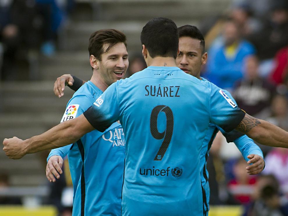 Suárez, Messi y Neymar celebrando un gol.