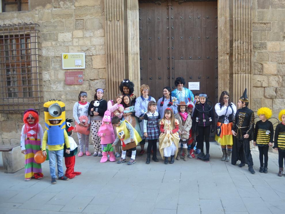 Un grupo de niños disfrazados.