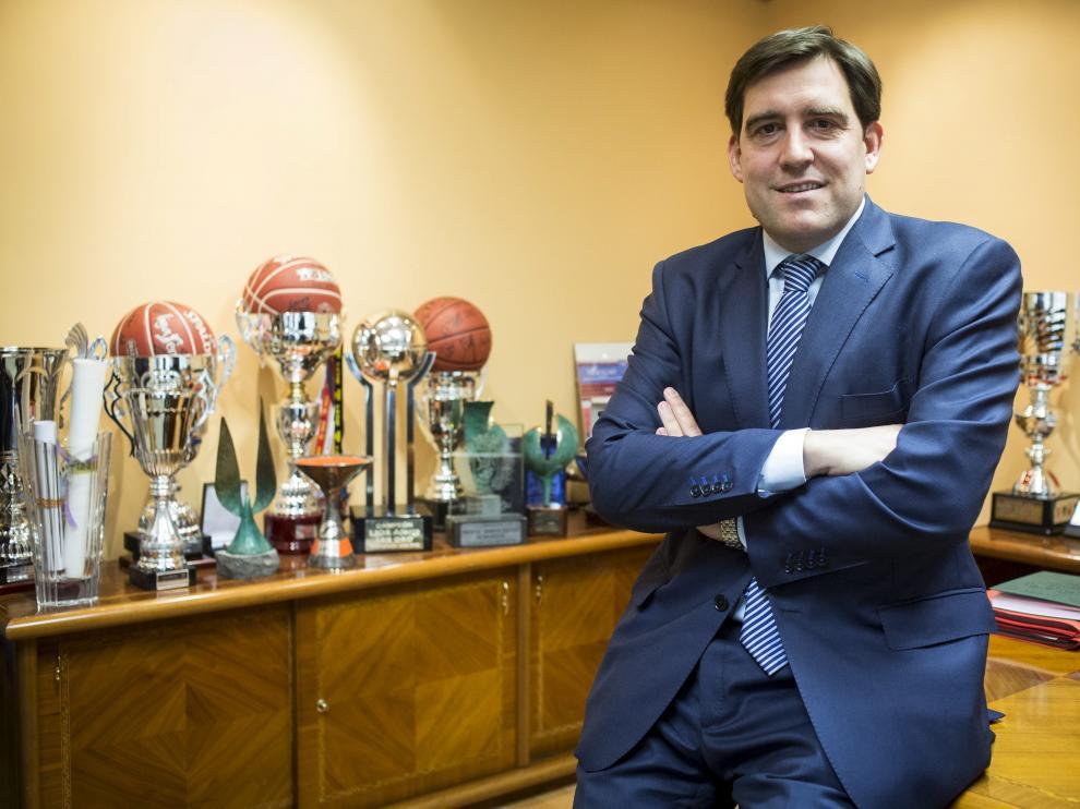 Reynaldo Benito, presidente del CAI Zaragoza, en las oficinas del club.