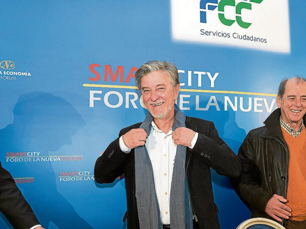 """Santisteve –protagonista de un acto del Foro Nueva Ciudad patrocinado por FCC– pidió más financiación para que las ciudades no sigan """"estranguladas por las políticas de austeridad""""."""