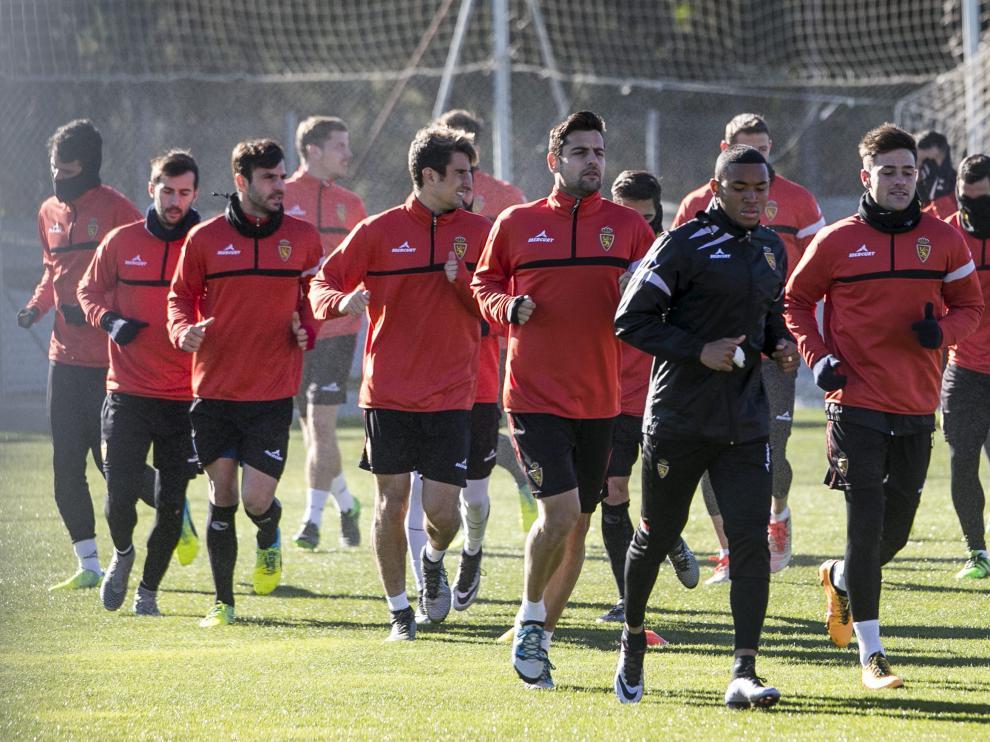 La plantillla del Real Zaragoza se entrena en la Ciudad Deportiva.