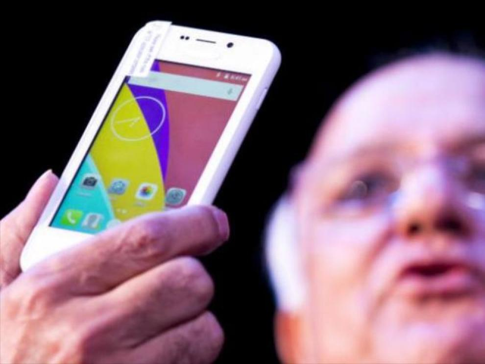Presentación en La India del teléfono inteligente Freedom 251, el más barato del mundo.