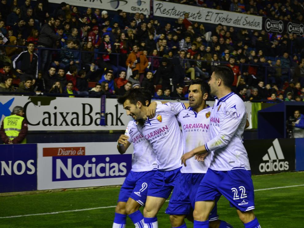 Manu Lanzarote celebra el gol con sus compañeros