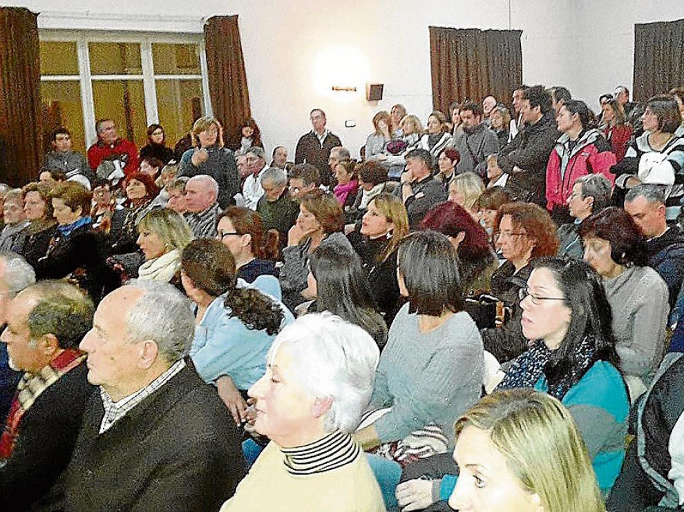 Trescientas personas se reunieron en Jaca el 19 de enero para crear la Plataforma ciudadana pro hospital de Jaca, para reclamar los servicios.