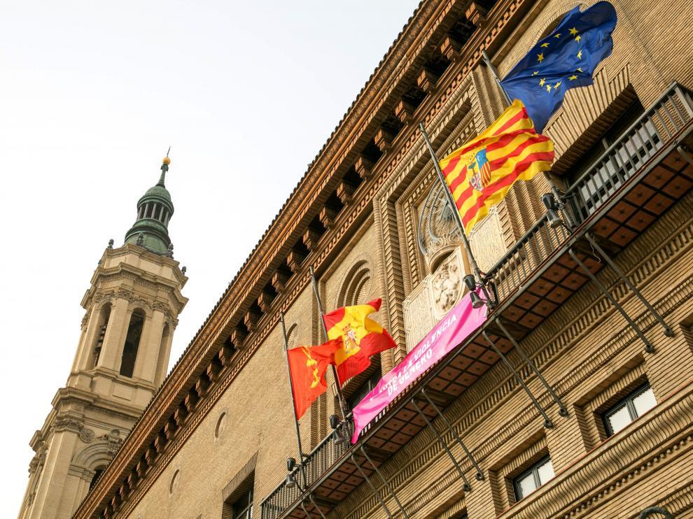 Banderas a media asta en Zaragoza