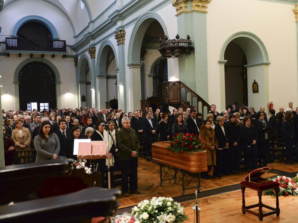 La iglesia de San Andrés se llenó ayer tarde de gente para dar el último adiós a Ricardo Eced.