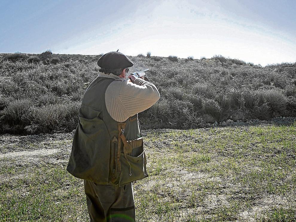 José Luis Morén disparando.