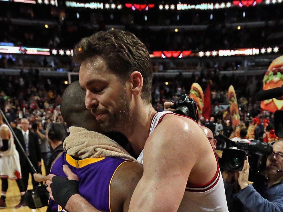 Gasol despide a Bryant con abrazos y victoria