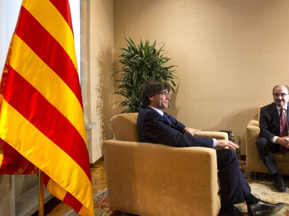 Lambán y Puigdemont se reúnen en Barcelona