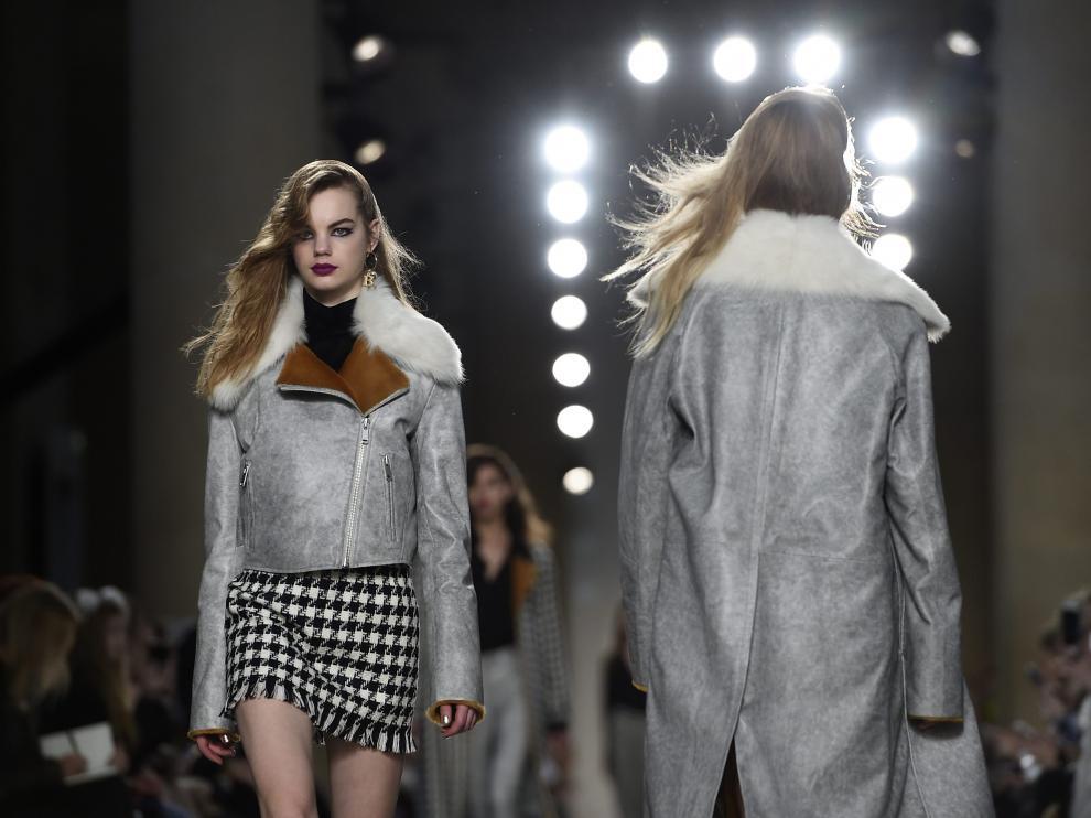 Alexander McQueen regresa a Londres con una colección sutil y sofisticada
