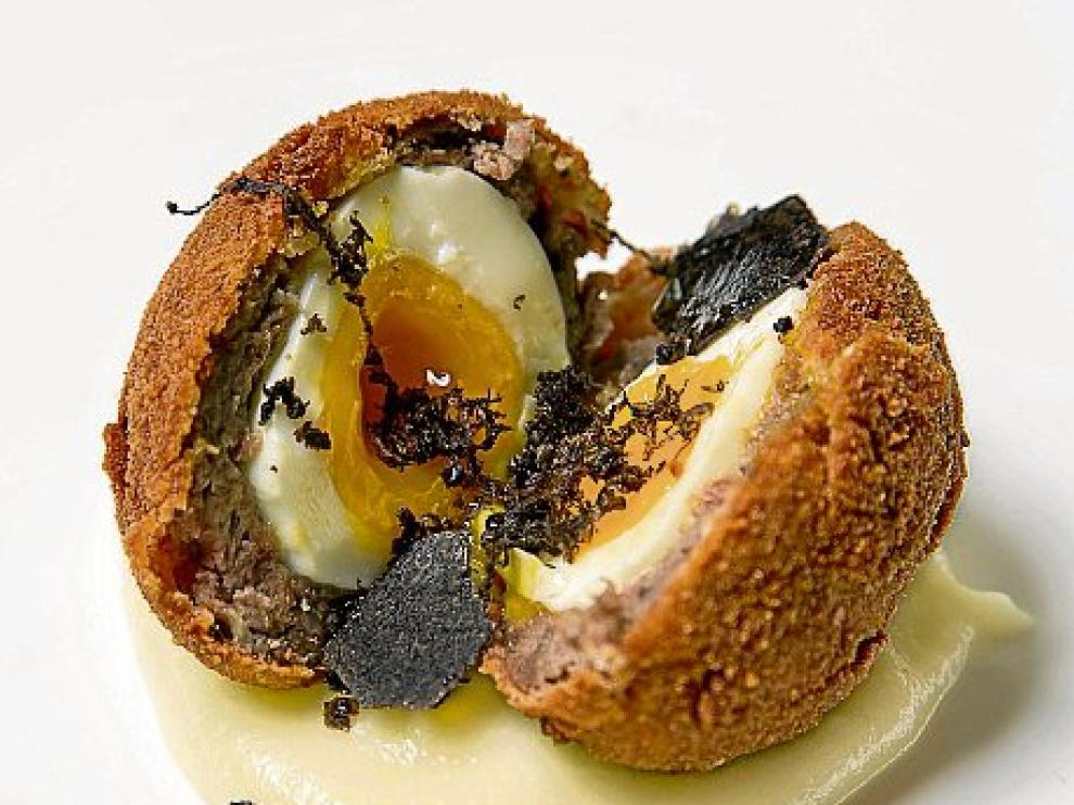 Bomba de ternera angus trufada con huevo.