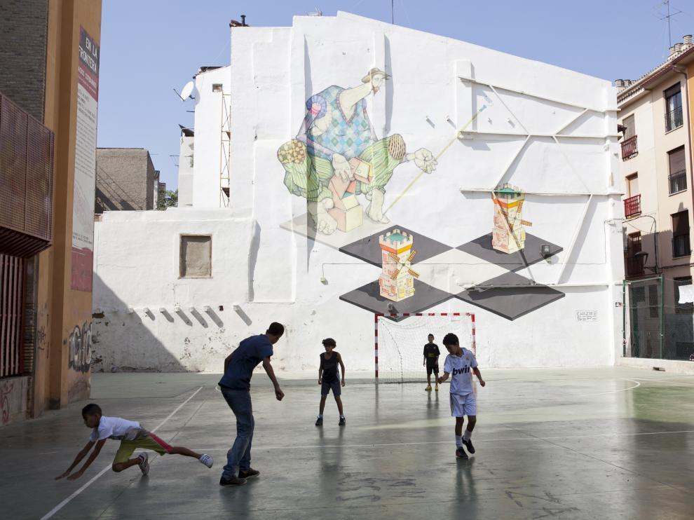 Pista de fútbol y baloncesto en el barrio de San Pablo.