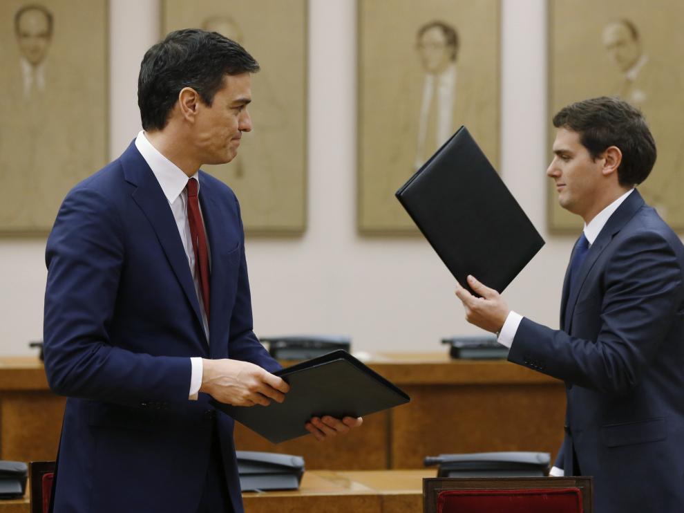 Pedro Sánchez, junto a Albert Rivera