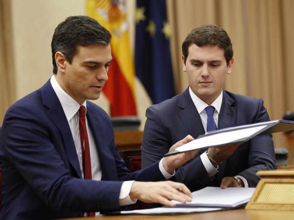 Sánchez y Rivera firman el acuerdo de investidura y legislatura