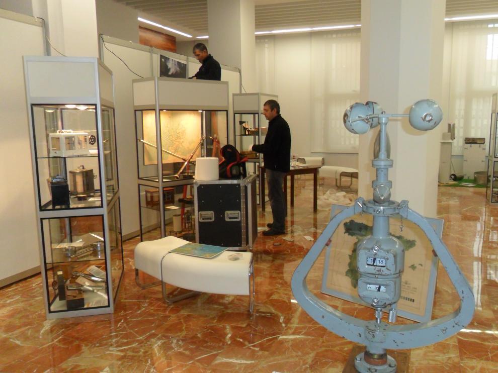 Una exposición en Teruel repasa la historia de la meteorología en España.