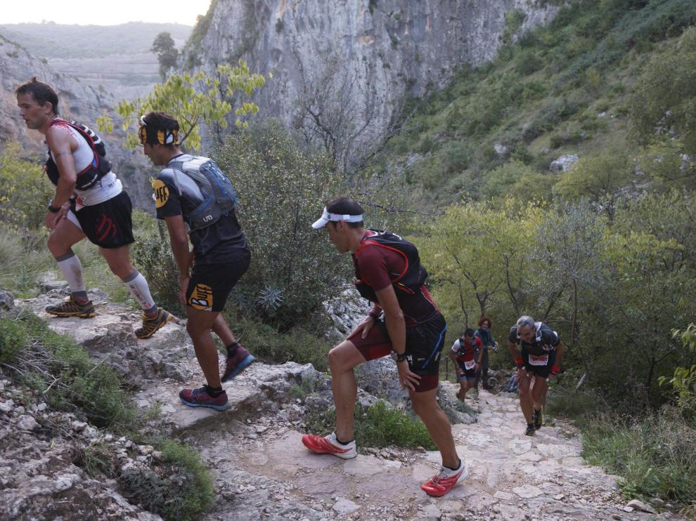 Varios corredores, durante una pasada edición de la Ultra Trail Guara Somontano.