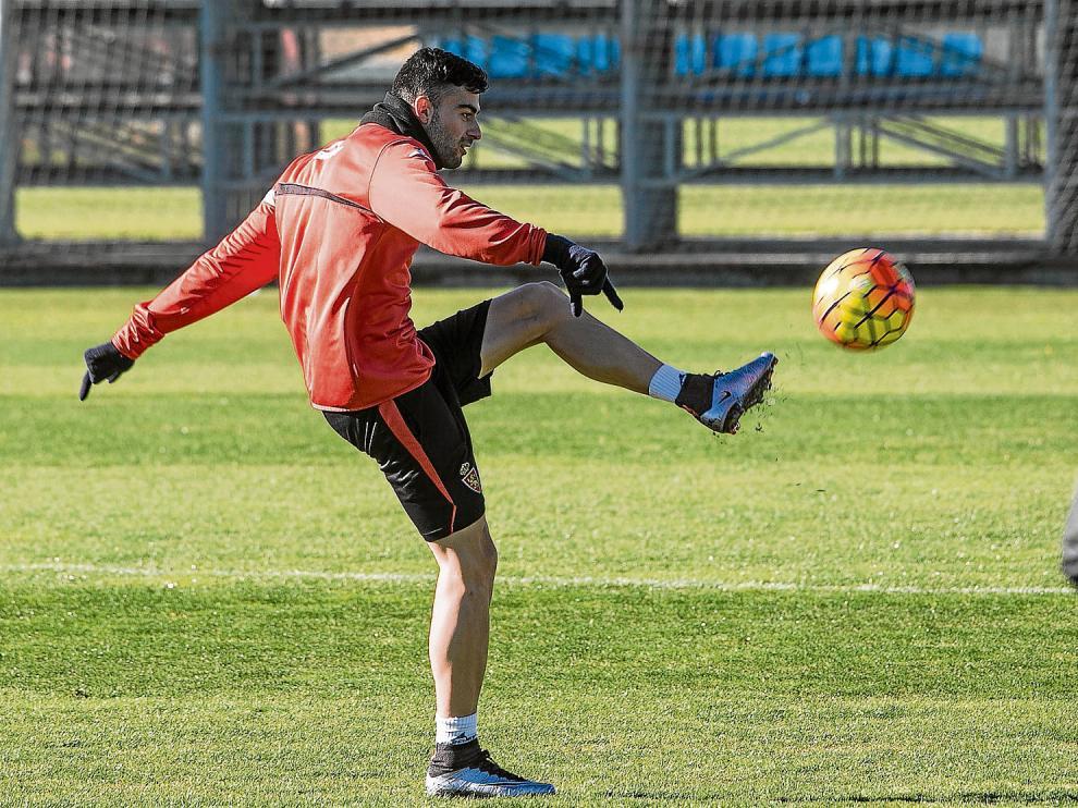Diego Rico, en un entrenamiento reciente del Real Zaragoza.