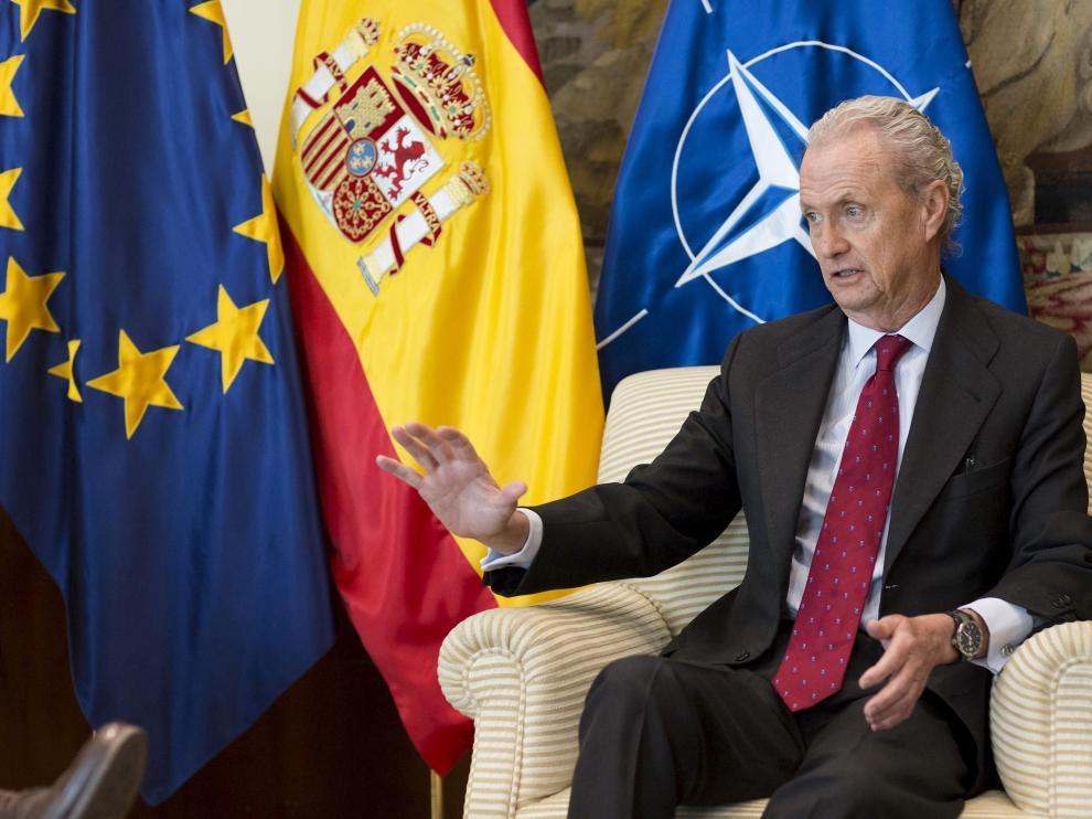 El ministro de Defensa en funciones, Enrique Cidoncha, en su despacho.