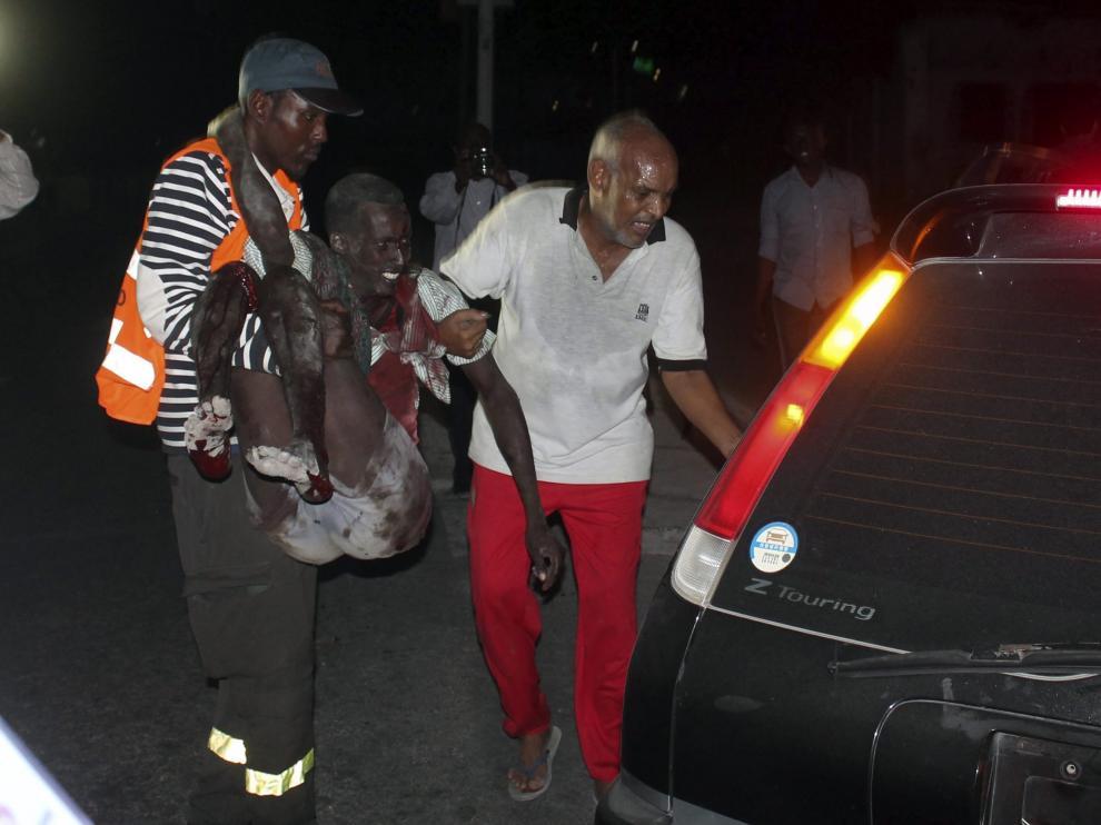 ?Al menos 12 personas mueren en un atentado contra un hotel de Mogadiscio