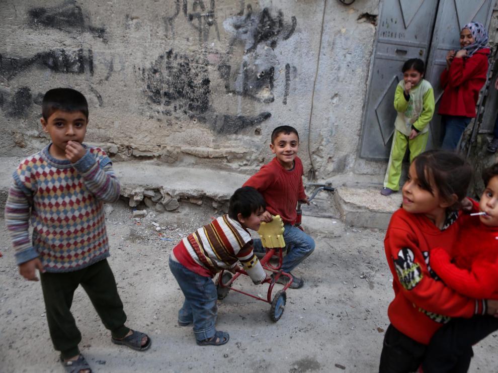 Los niños vuelven a la calle con el alto el fuego en Siria