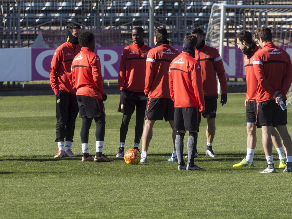 Los jugadores del Real Zaragoza durante un entrenamiento de la semana en la Ciudad Deportiva.