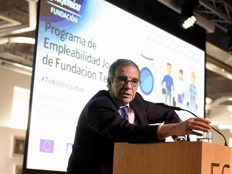 El presidente de Telefónica, César Alierta, durante la presentación de las nuevas 'Lanzaderas de empleo'.